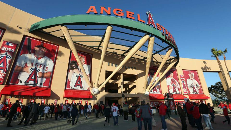 angels-stadium-in-anaheim_1vl1k6pk9m4v51pcycwbsw10sy
